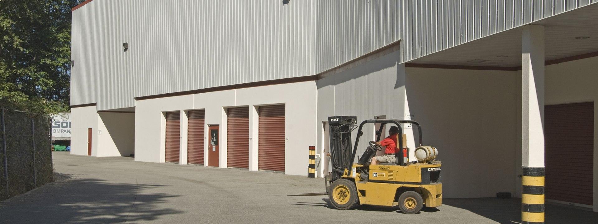 Indoor & Outdoor storage with forklift